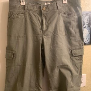 Dockers khaki Capri sz 14 women's. Never worn.
